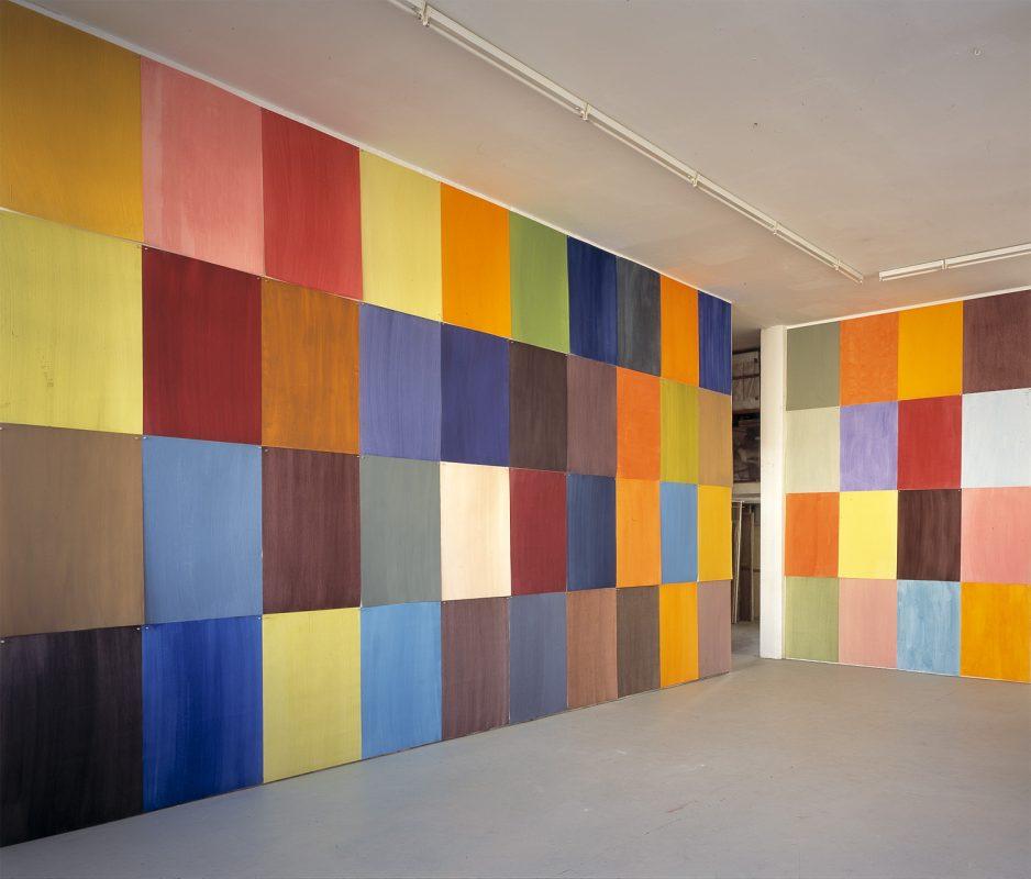 Hans-Willi Notthoff – CARGO – Installation, Atelier, Öl auf Papier, 2004